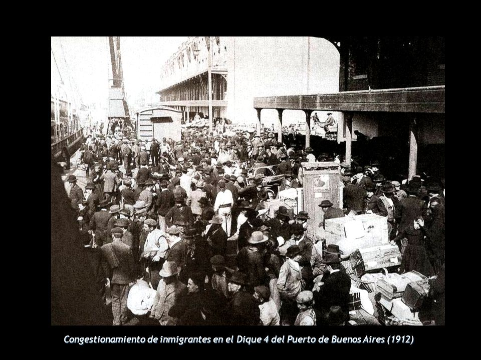 Congestionamiento de inmigrantes en el Dique 4 del Puerto de Buenos Aires (1912)