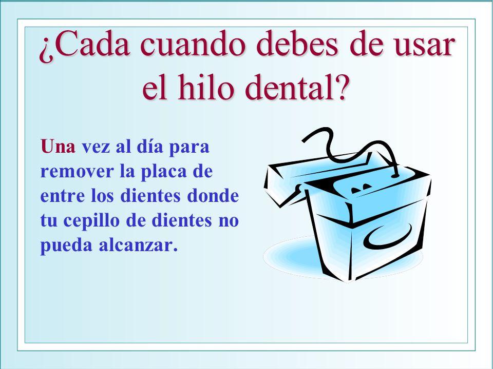 ¿Cada cuando debes de usar el hilo dental? Una vez al día para remover la placa de entre los dientes donde tu cepillo de dientes no pueda alcanzar.