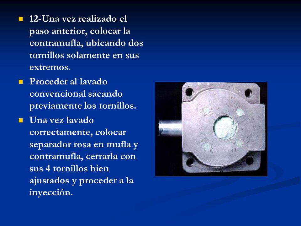13-Abrir la mufla, sacando los 4 tornillos y golpeando con un martillo la parte superior, como muestra la imagen.