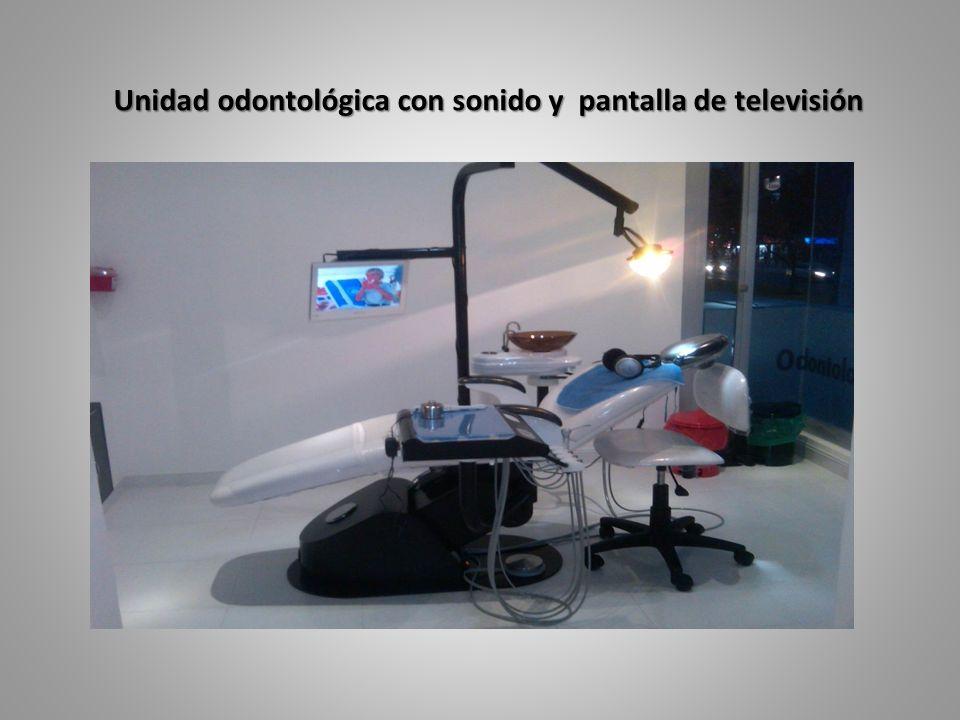Unidad odontológica con sonido y pantalla de televisión Unidad odontológica con sonido y pantalla de televisión