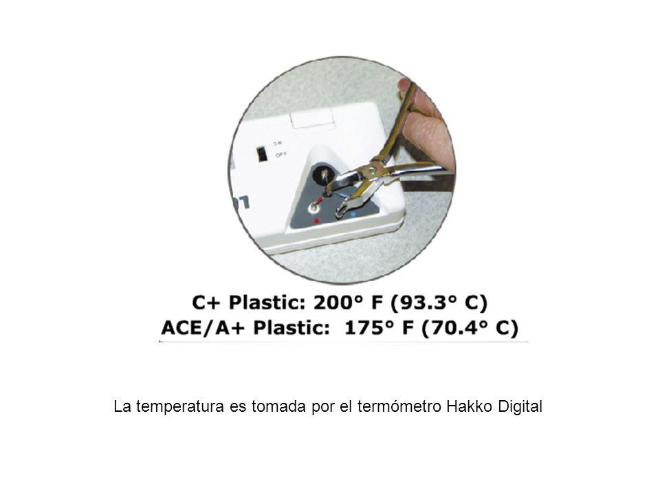 La temperatura es tomada por el termómetro Hakko Digital