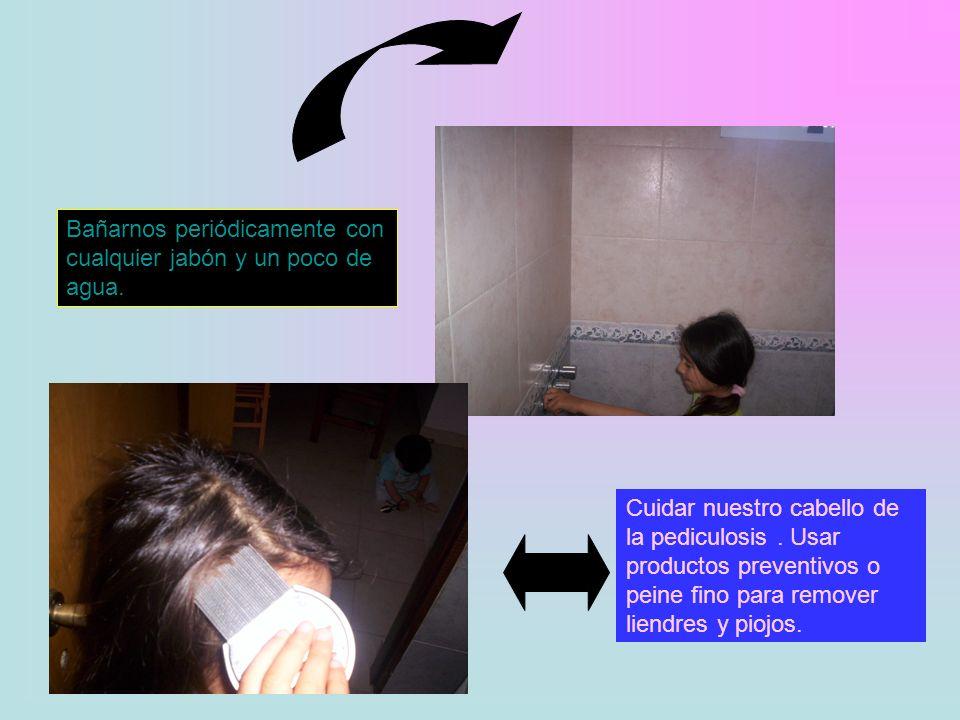 A los oídos, después de cada baño, siempre hay que limpiarlos en forma cuidadosa para no lastimarnos, con cotonetes. Las uñas tanto de los pies como d