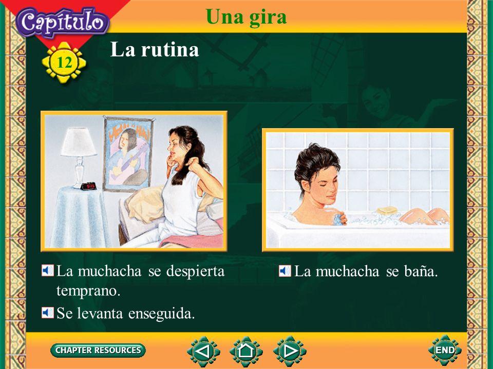 La rutina Una gira El muchacho se peina. 12 Se mira en el espejo cuando se peina. el espejo el peine