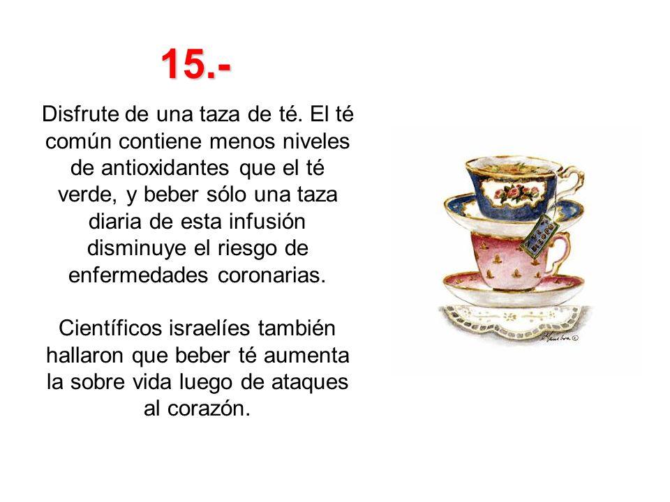 Disfrute de una taza de té. El té común contiene menos niveles de antioxidantes que el té verde, y beber sólo una taza diaria de esta infusión disminu