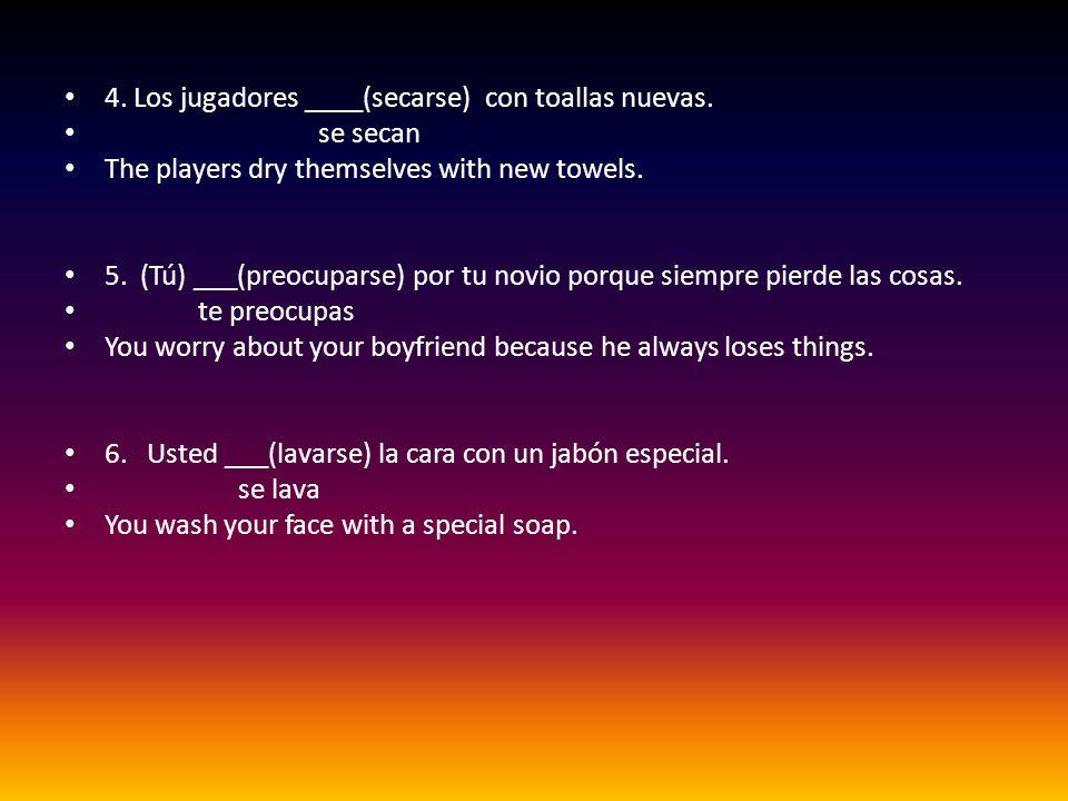 4.Los jugadores ____(secarse) con toallas nuevas.