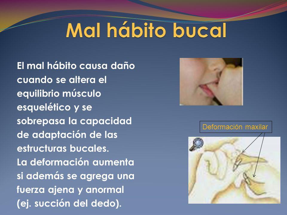 La lengua adopta una posición descendida para permitir el paso del aire.