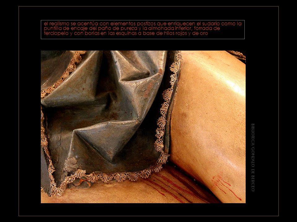 BIBLIOTECA GONZALO DE BERCEO El cuerpo está delicadamente modelado y se dispone en un ligero y armonioso quiebro marcado por la dirección de las rodillas y la cabeza