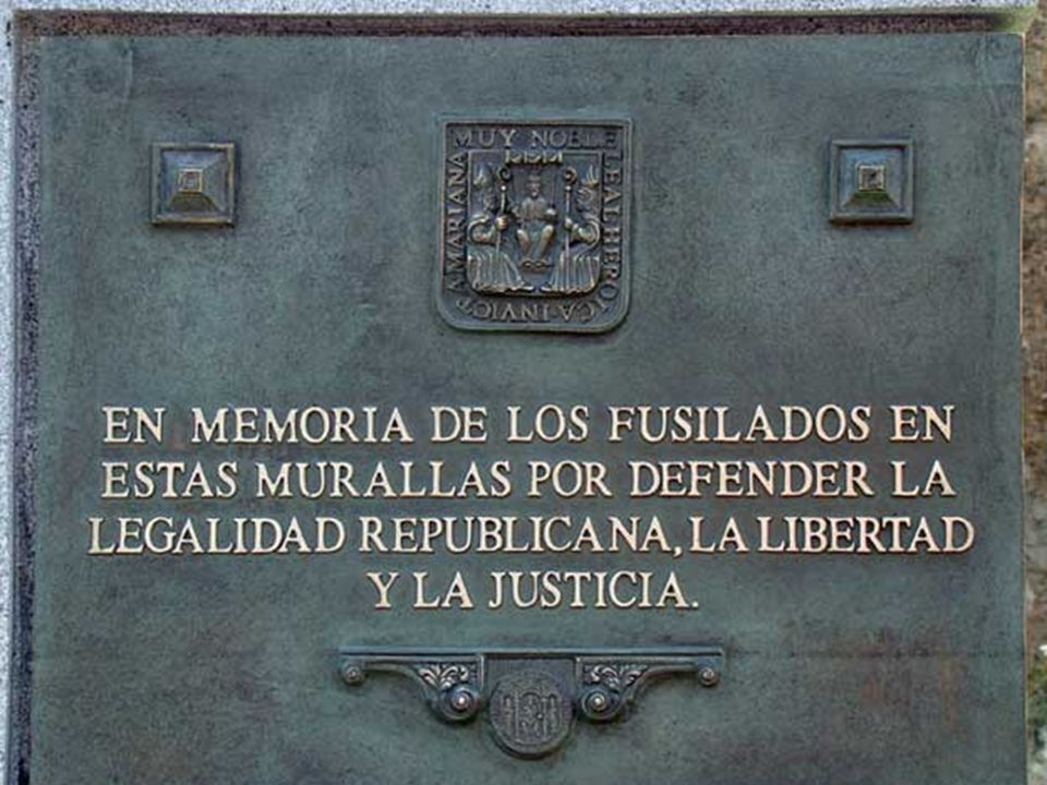 Ayer fue instalado un monolito en la muralla de la Macarena para rendir homenaje a los republicanos fusilados en este lugar durante los primeros días de la Guerra Civil.