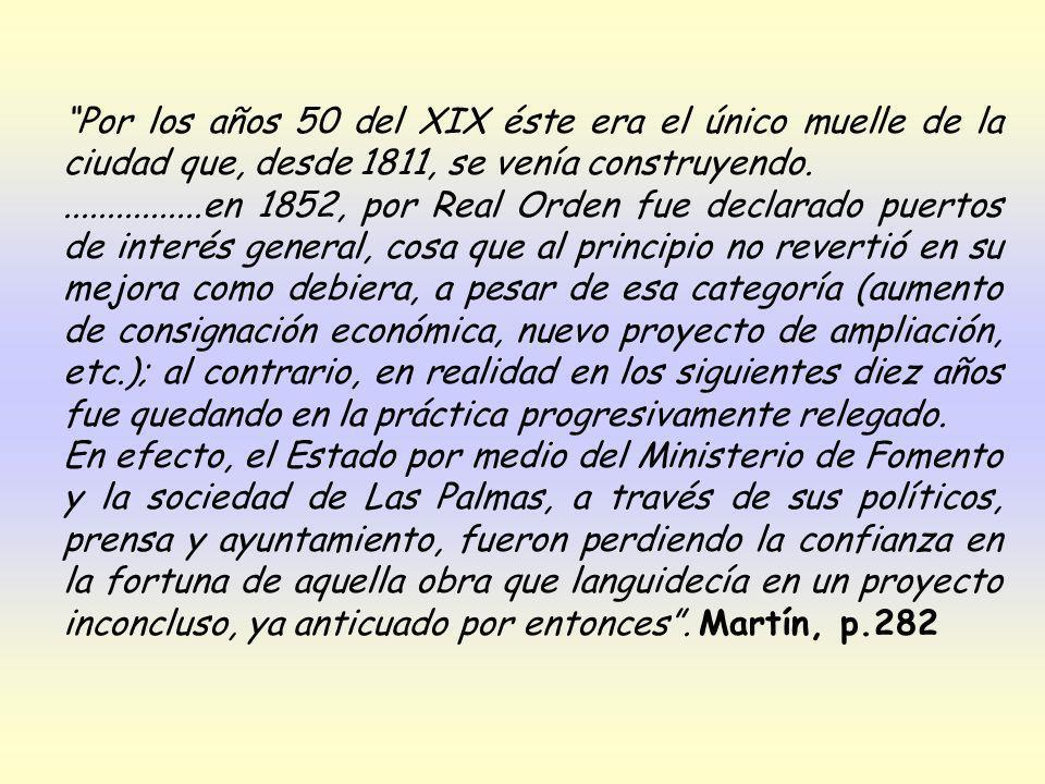 Los había que las atrapaban con los dientes (Martín Moreno nos habla de alguien que se zambullía en época anterior a la de mis evocaciones: el muelle de Las Palmas, a falta todavía de la estatua de Don Benito, que el salitre oceánico corroería.
