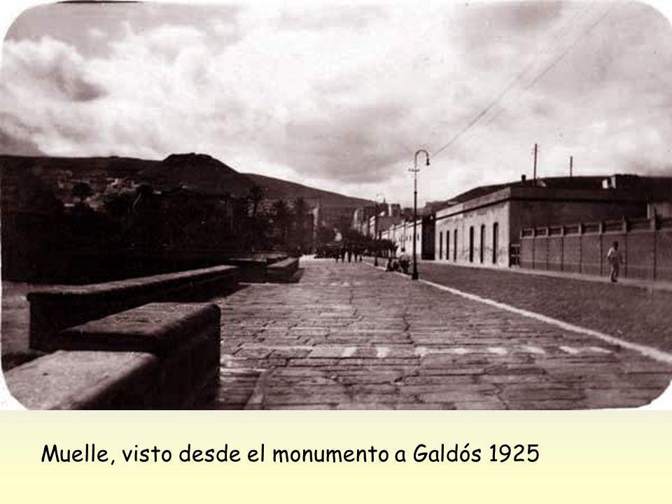 Bañandose en el muelle de San Telmo, 1895-1900