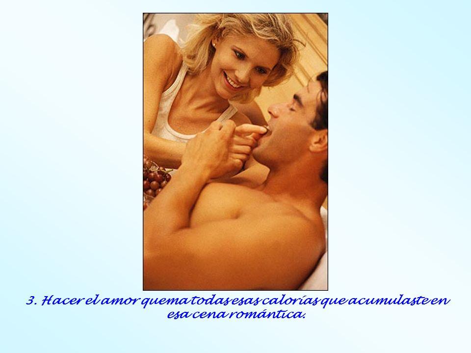 3. Hacer el amor quema todas esas calorías que acumulaste en esa cena romántica.