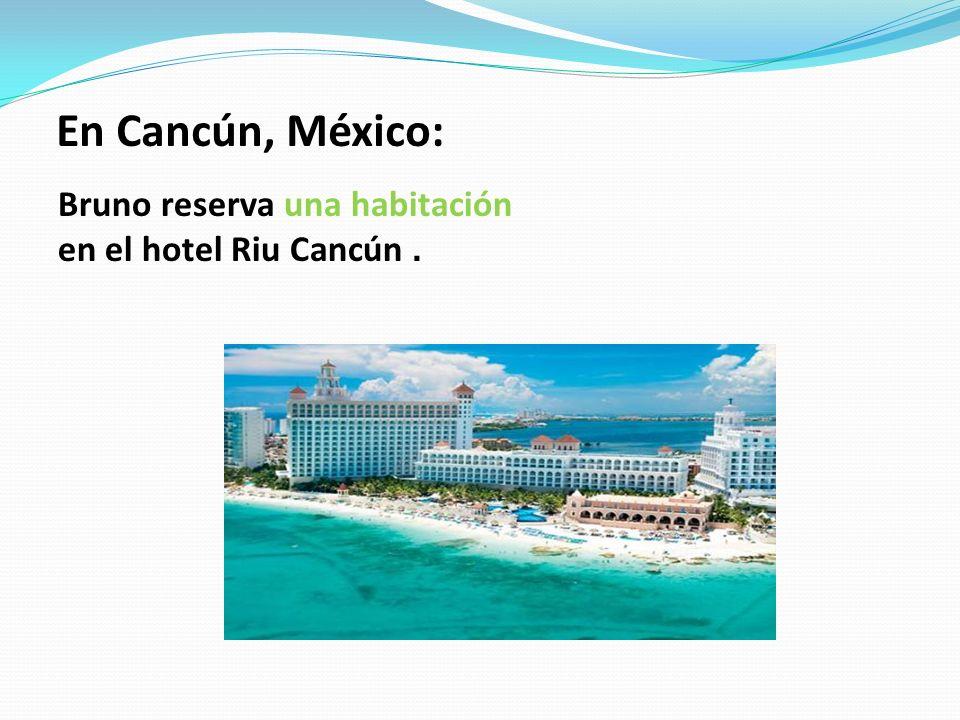 En Cancún, México: Bruno reserva una habitación en el hotel Riu Cancún.
