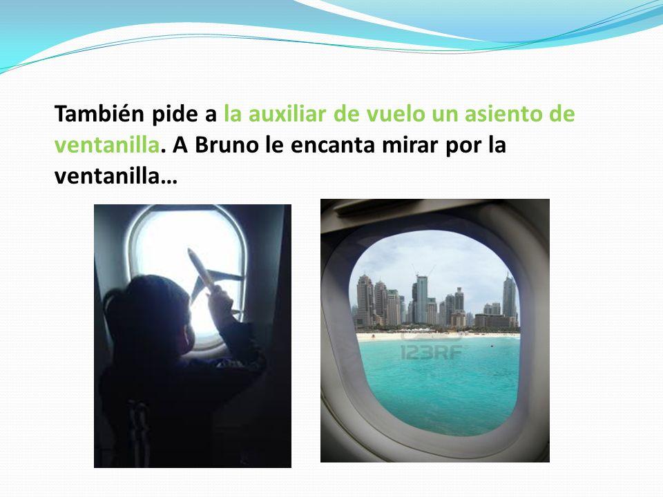 También pide a la auxiliar de vuelo un asiento de ventanilla.