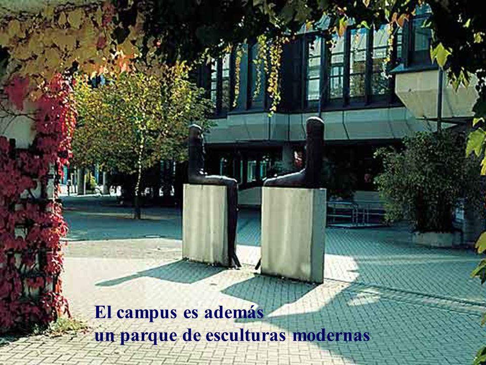 El campus es además un parque de esculturas modernas