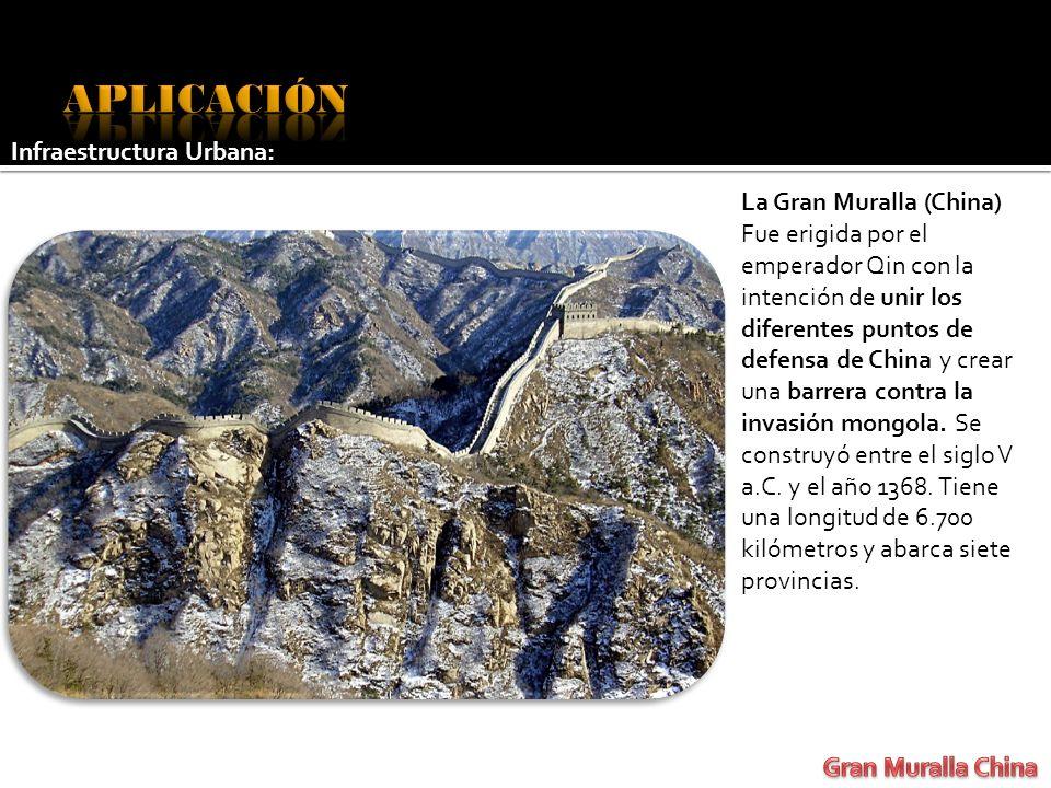 La Gran Muralla (China) Fue erigida por el emperador Qin con la intención de unir los diferentes puntos de defensa de China y crear una barrera contra