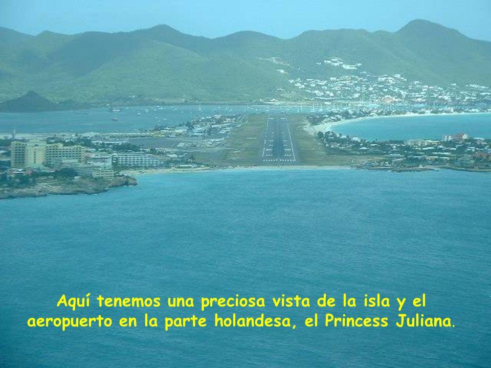 Aquí tenemos una preciosa vista de la isla y el aeropuerto en la parte holandesa, el Princess Juliana.