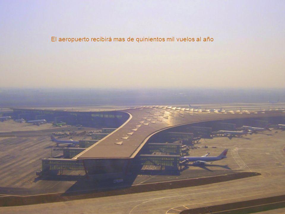 A pesar de su grandeza, el aeropuerto fué planeado para ser fácil moverse por él. Nadie se pierde.