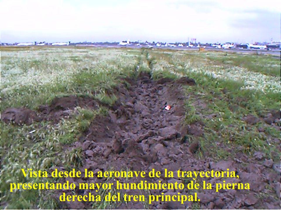 Direcciön General de Aeronáutica Civil Vista desde la vialidad a la pista, punto de impacto del tren principal.