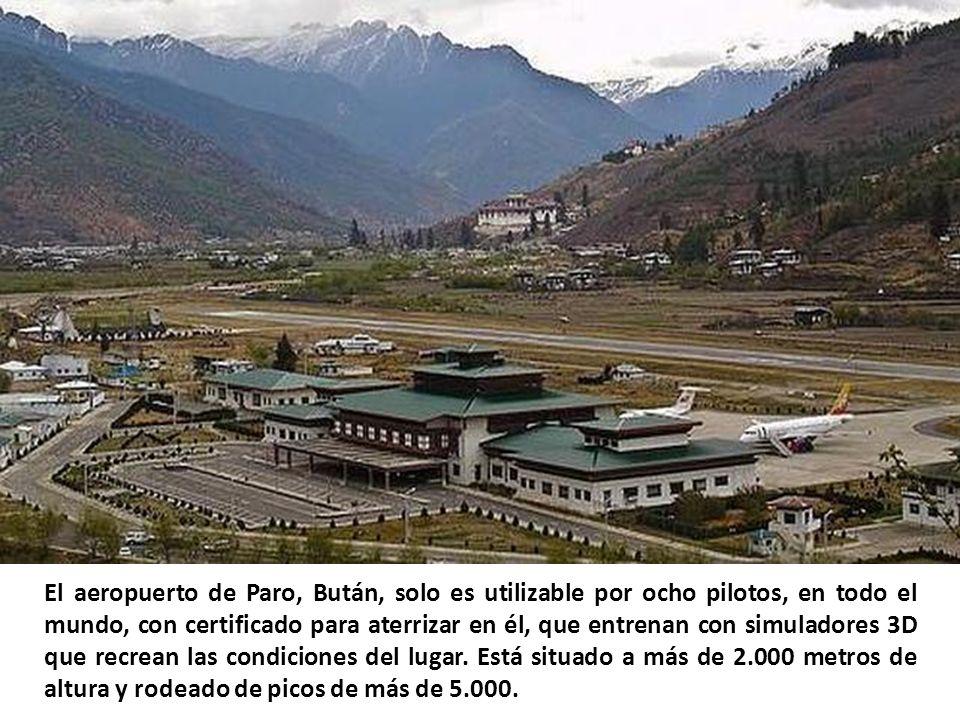 El aeropuerto de Courchevel, en los alpes franceses, tiene una pista de aterrizaje de apenas 525 metros y una pendiente del 18,5%. Tan solo pasan por