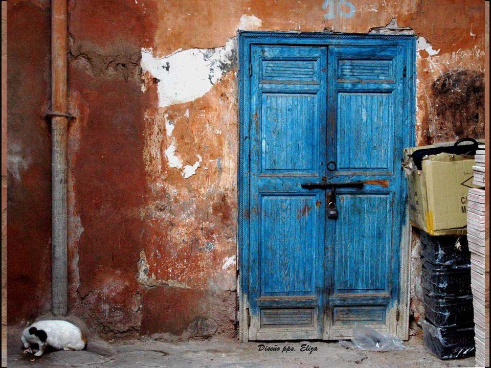 La medina de Marrakech fue en sus orígenes campamento militar y mercado.