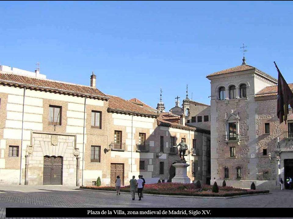 Plaza de la Villa: Vista de la Casa Cisneros (antiguo Ayuntamiento de Madrid).