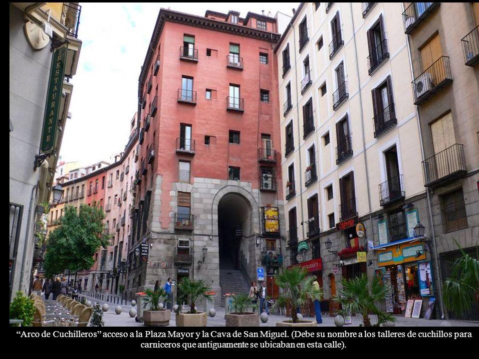 Aperitivo y zona de tapas en el centro de Madrid ( Puerta Cerrada)