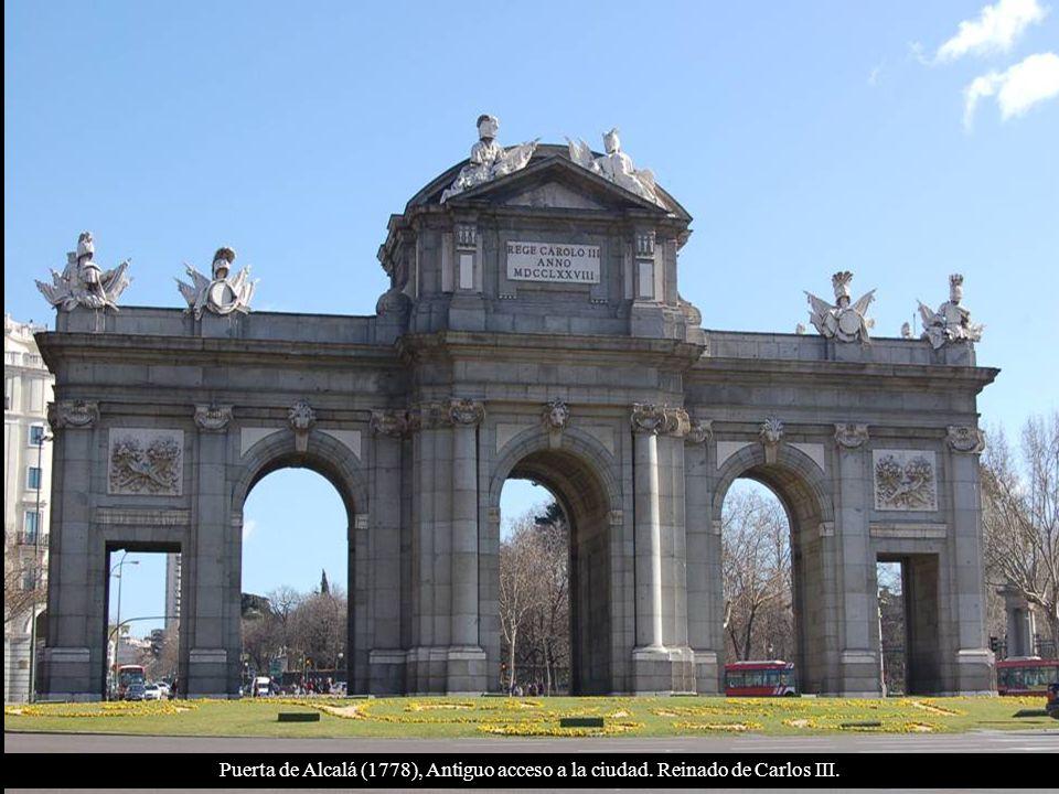 Plaza de Cibeles: Palacio de Comunicaciones ( Real Casa de Correos), Ayuntamiento de Madrid.