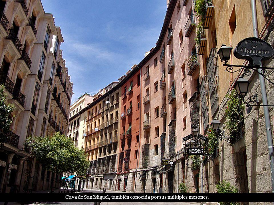 Arco de Cuchilleros acceso a la Plaza Mayor y la Cava de San Miguel.