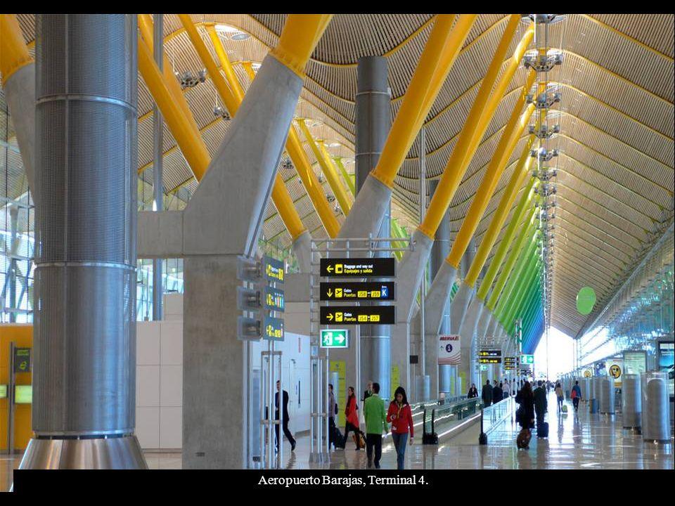 Aeropuerto Terminal 4 de Barajas, Madrid.