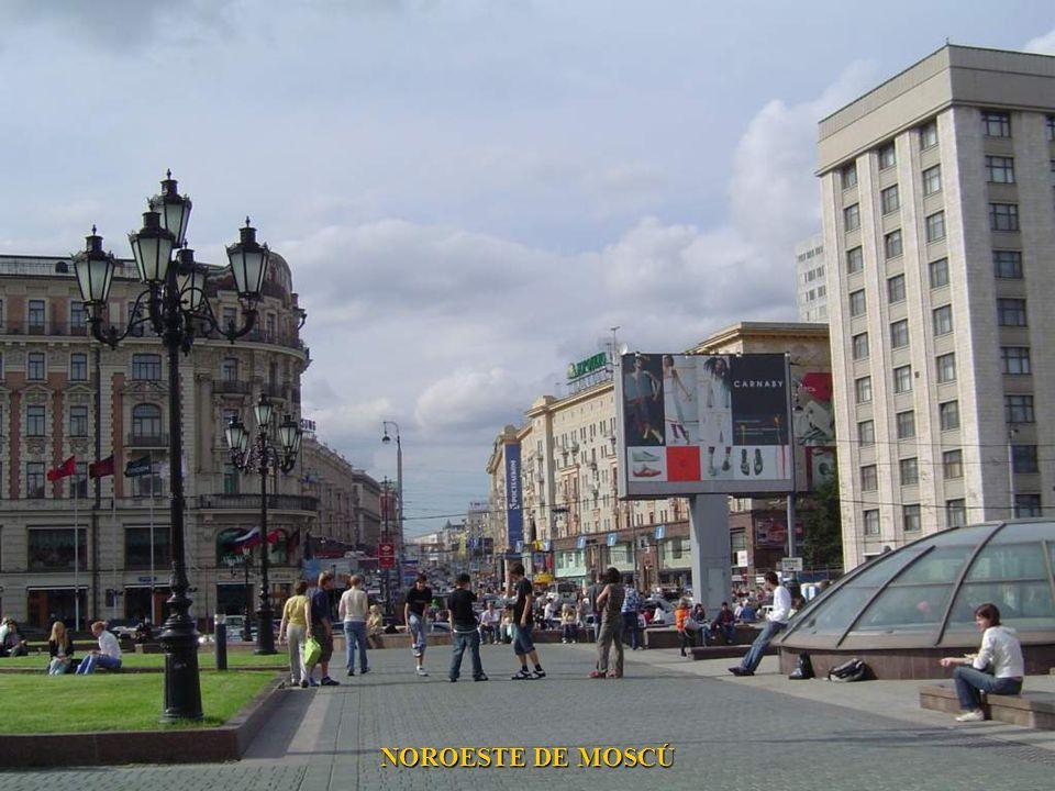 ENTRADA AL PARQUE EXPOSICION EN MOSCU