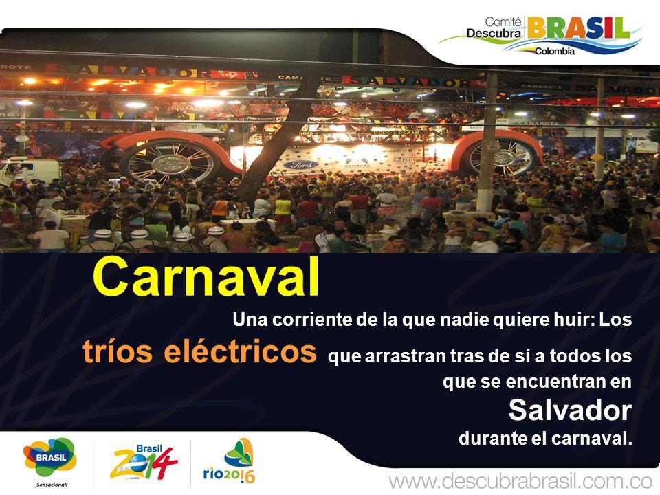 Carnaval Una corriente de la que nadie quiere huir: Los tríos eléctricos que arrastran tras de sí a todos los que se encuentran en Salvador durante el carnaval.