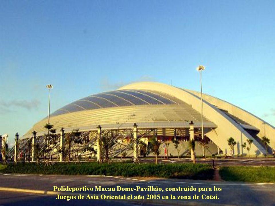 Corrida de galgos en el Canódromo, ubicado en la parte norte de la ciudad, es la única infraestructura de este género en toda Asia.
