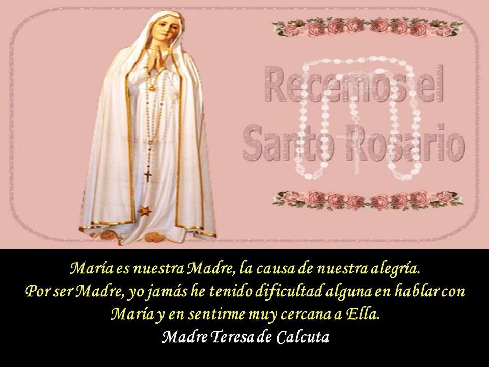 La Santa Madre Teresa de Calcuta, llevaba consigo todo lo que poseía en una bolsita: que era un Rosario. Con su Rosario saludaba a María Santísima, re