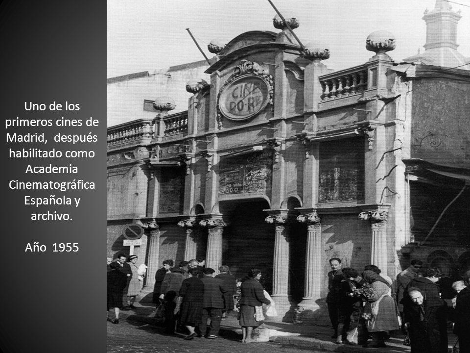 Uno de los primeros cines de Madrid, después habilitado como Academia Cinematográfica Española y archivo. Año 1955