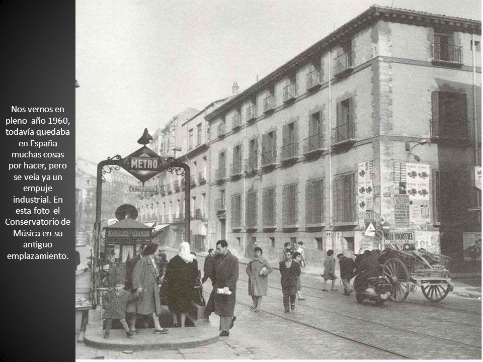 Nos vemos en pleno año 1960, todavía quedaba en España muchas cosas por hacer, pero se veía ya un empuje industrial. En esta foto el Conservatorio de