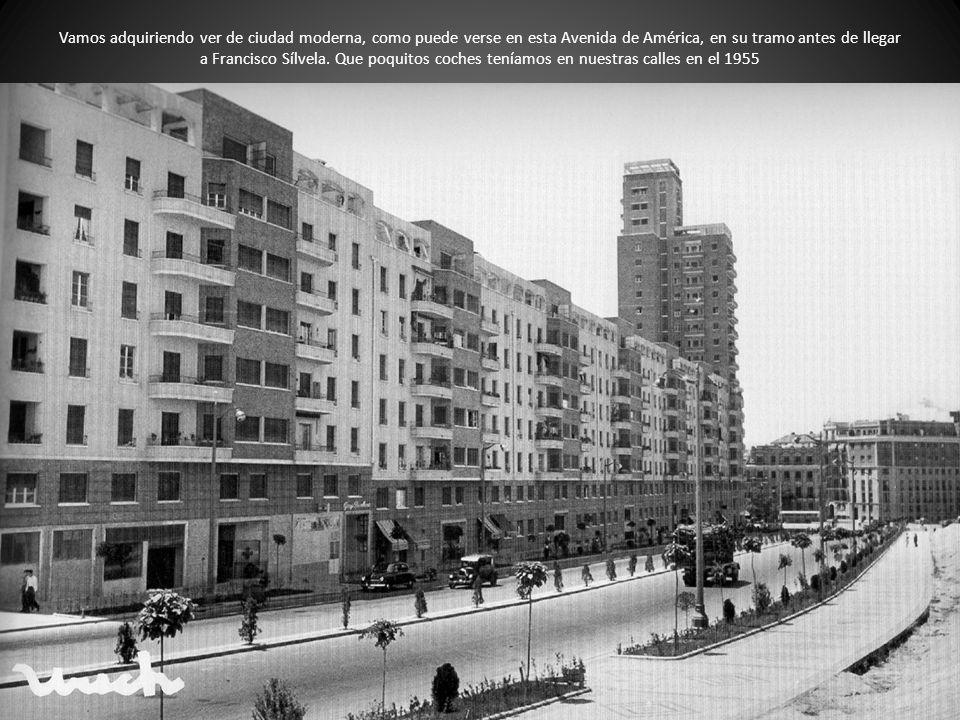 Vamos adquiriendo ver de ciudad moderna, como puede verse en esta Avenida de América, en su tramo antes de llegar a Francisco Sílvela. Que poquitos co
