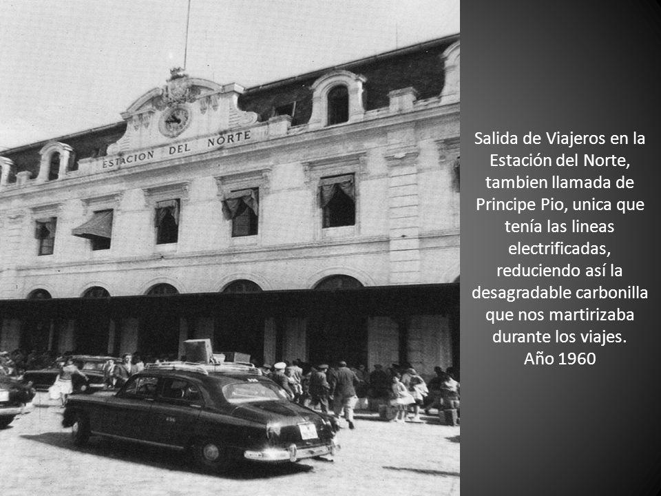 Salida de Viajeros en la Estación del Norte, tambien llamada de Principe Pio, unica que tenía las lineas electrificadas, reduciendo así la desagradabl