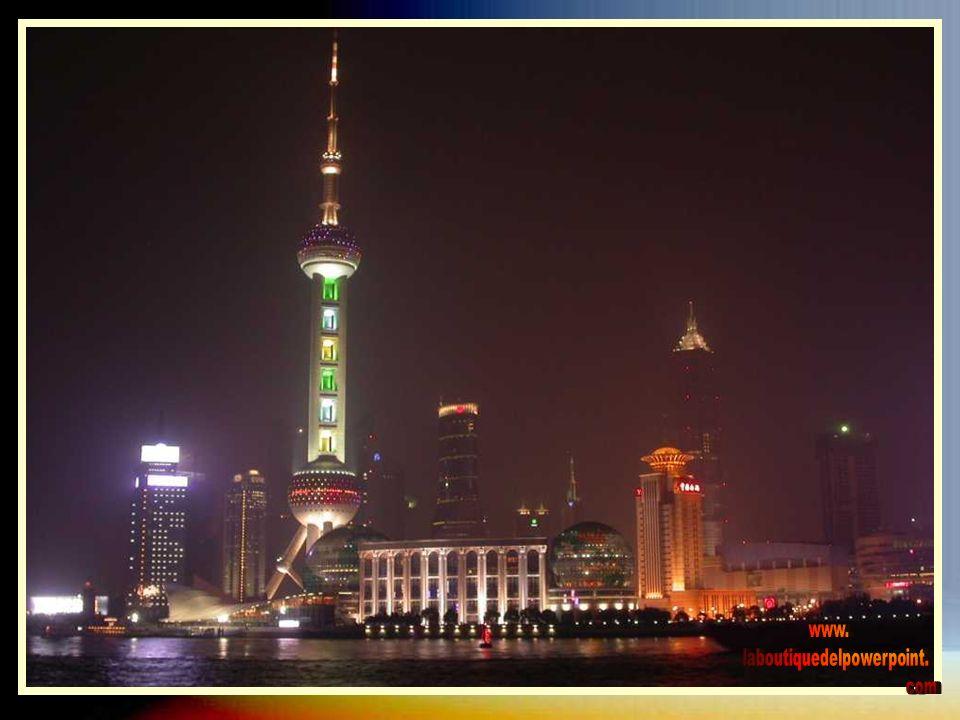 LA TORRE PERLA DE ORIENTE La Perla de Oriente es una de las torres más altas de Shanghai.