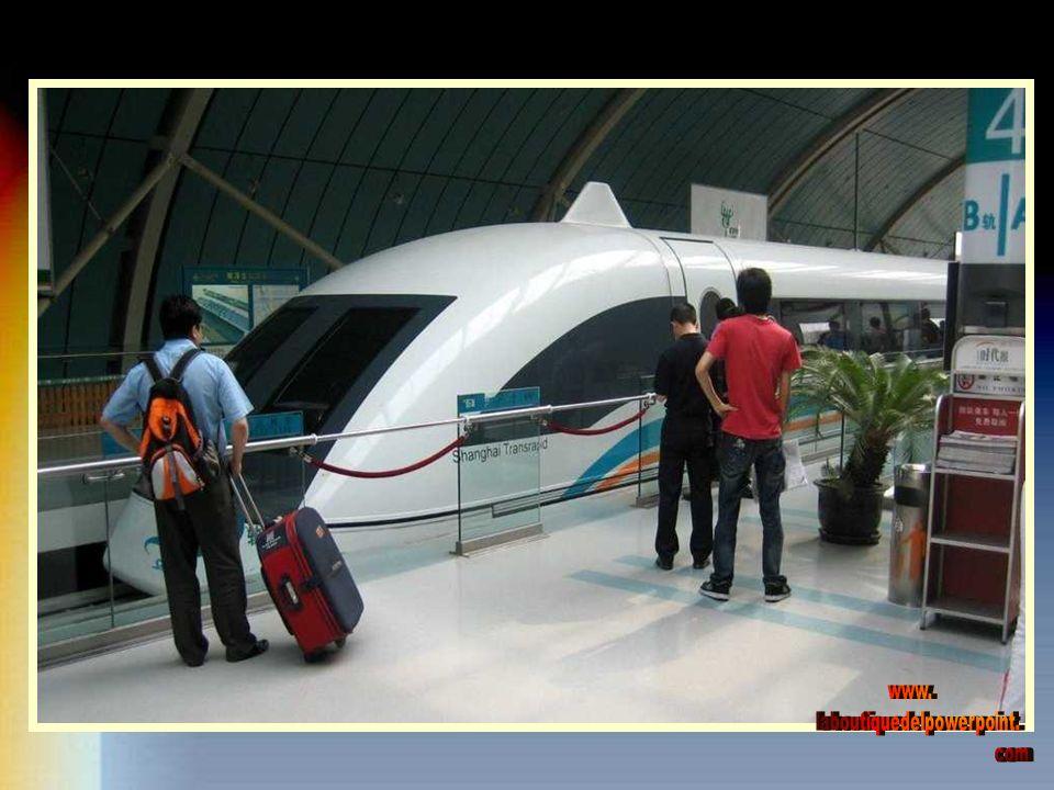 El tren Maglev de Shanghai (Tren de levitación magnética por sus siglas en inglés) Es el primer tren comercial de alta velocidad, de este tipo, en el mundo.