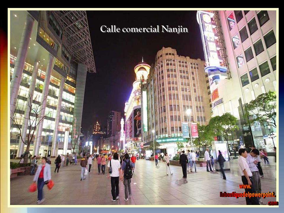 La calle Nanjing de Shanghai es la avenida comercial más grande del mundo.