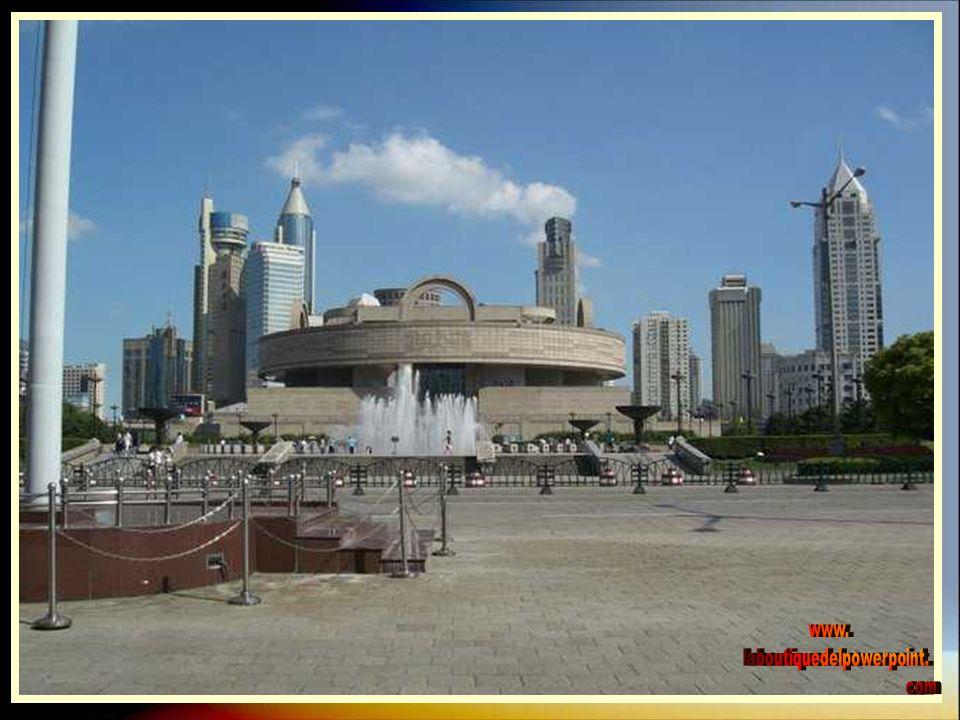 El museo abrió por primera vez sus puertas en el año 1952 en un edificio modernista de la calle Nanjing.