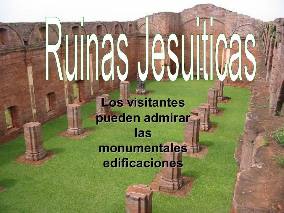 Los visitantes pueden admirar las monumentales edificaciones