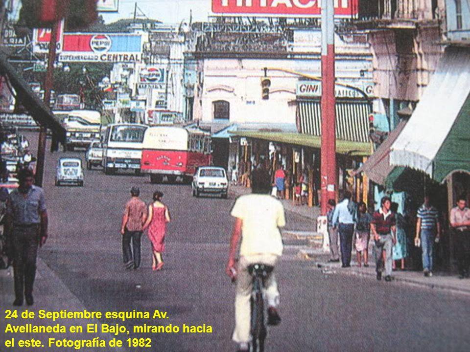 24 de Septiembre esquina Av. Avellaneda en El Bajo, mirando hacia el este. Fotografía de 1982