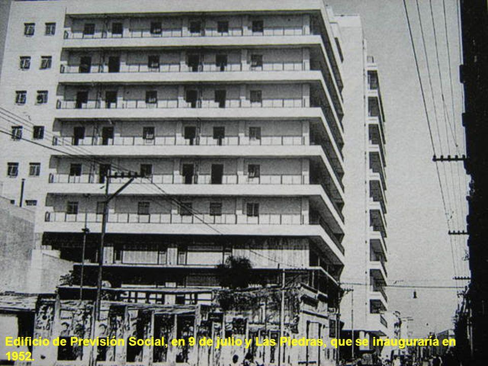 Edificio de Previsión Social, en 9 de julio y Las Piedras, que se inauguraría en 1952.