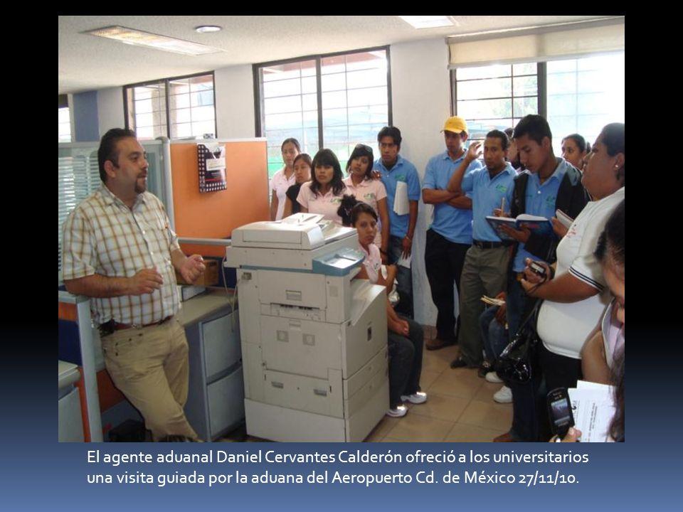 El agente aduanal Daniel Cervantes Calderón ofreció a los universitarios una visita guiada por la aduana del Aeropuerto Cd. de México 27/11/10.
