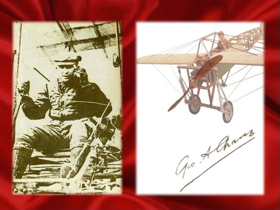 Jorge Chávez con el casco de vuelo en su avión Bleriot, presto a partir del campo de Briga para el cruce de los Alpes.