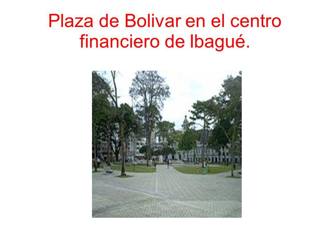 Plaza de Bolivar en el centro financiero de Ibagué.