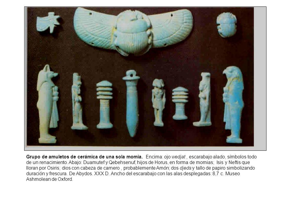 Grupo de amuletos de cerámica de una sola momia.