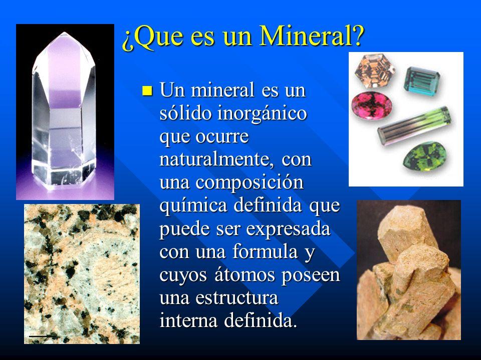 ¿Que es un Mineral? Un mineral es un sólido inorgánico que ocurre naturalmente, con una composición química definida que puede ser expresada con una f