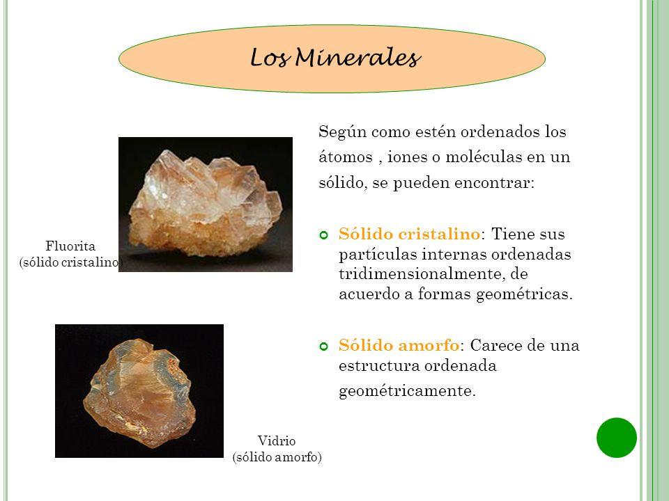 Según como estén ordenados los átomos, iones o moléculas en un sólido, se pueden encontrar: Sólido cristalino : Tiene sus partículas internas ordenada